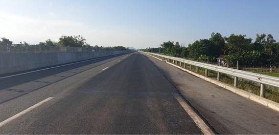Đường cao tốc Đà Nẵng - Quảng Ngãi