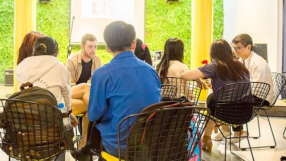 Không gian quán cà phê kết hợp lớp học Anh văn trên đường Trần Quốc Thảo, quận 3, TPHCM