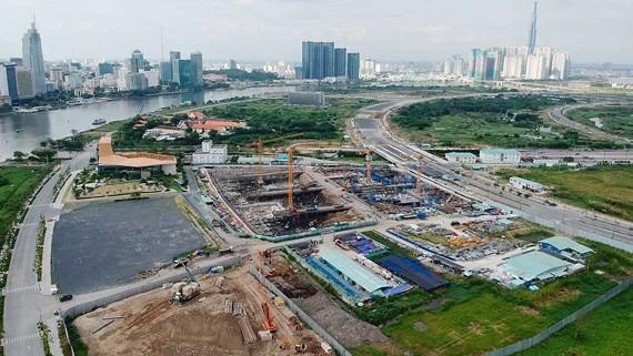 Dự án Empire City mới chỉ là bãi đất trống . Ảnh: THÀNH TRÍ
