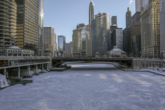 Băng bao phủ sông Chicago ngày 30-1-2019. Ảnh: AP