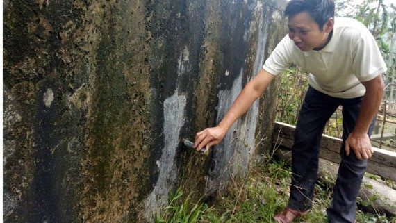 Bể nước cộng đồng ở bản Cô (xã Châu Thành) đang bỏ hoang
