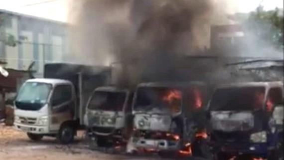Vụ cháy bãi xe tải trên địa bàn quận 12