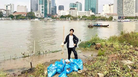 Đoàn Hoàng và người bạn thân đã dọn sạch đoạn bờ sông gần cầu Ông Cậy (quận 2)