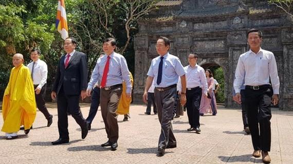 Đoàn công tác của Ủy ban Trung ương MTTQ Việt Nam thăm, chúc mừng Lễ Phật đản tại chùa Báo Quốc. Ảnh VOV