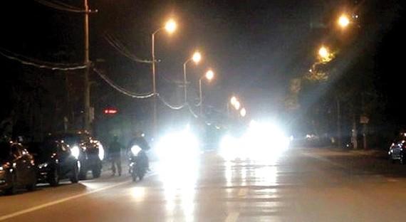 Đèn LED ô tô quá sáng gây chói, dễ dẫn đến tai nạn