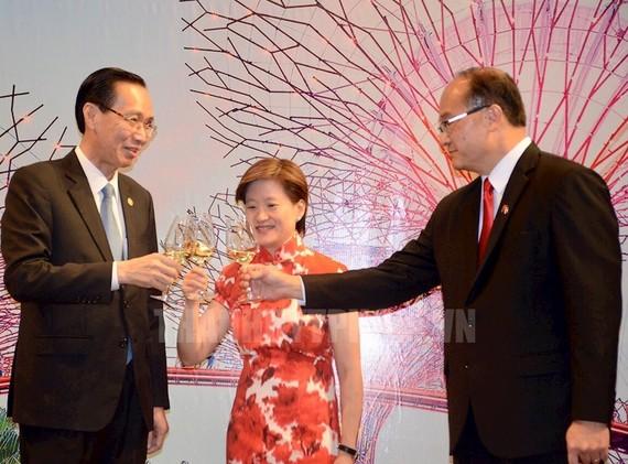Phó Chủ tịch Thường trực UBND TP Lê Thanh Liêm chúc mừng Quốc khánh Singaopre