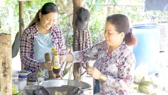 Bữa cơm nhà, cùng những câu chuyện thôn quê thu hút nhiều người xem
