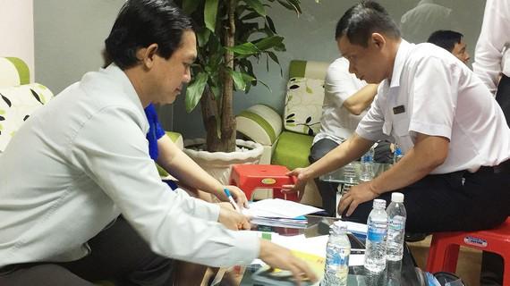 Thanh tra Sở Y tế TPHCM kiểm tra một công ty dược phẩm