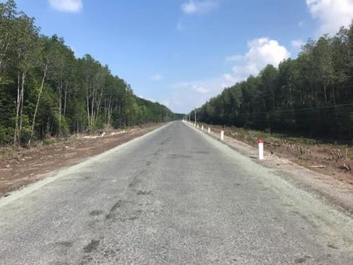 Dự án đường Hồ Chí Minh đoạn Năm Căn - Đất Mũi vừa được hoàn thành trải nhựa. Ảnh: Ban QLDA đường Hồ Chí Minh