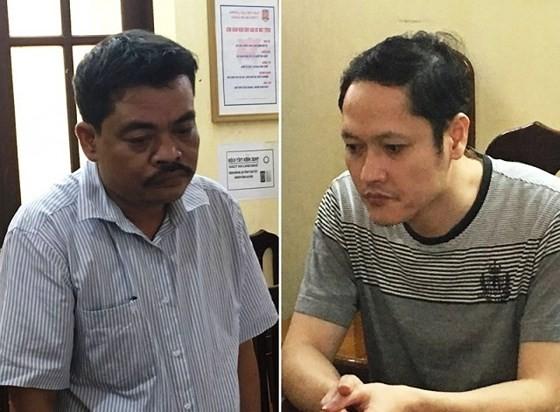 Viện Kiểm sát nhân dân tỉnh Hà Giang đã ban hành cáo trạng truy tố 5 bị can trong đó có Vũ Trọng Lương (bên phải) và Nguyễn Thanh Hoài (bên trái)