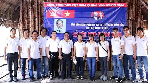 Chi bộ liên phòng, Đảng bộ Công ty CP Dệt - May - Đầu tư - Thương mại Thành Công tổ chức lễ kết nạp đảng viên tại Khu du lịch Rừng Sác, huyện Cần Giờ, TPHCM