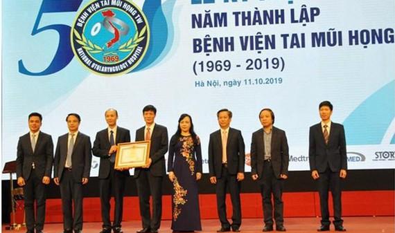 Bệnh viện Tai Mũi Họng Trung ương đã tổ chức kỷ niệm 50 năm ngày thành lập. Nguồn: NHÂN DÂN