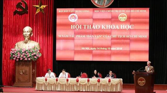 Đồng chí Trần Quốc Vượng, Uỷ viên Bộ Chính trị, Thường trực Ban Bí thư phát biểu khai mạc hội thảo. Ảnh: TTXVN