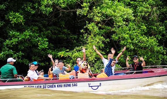 Du khách tham quan di tích lịch sử Chiến khu Rừng Sác ở huyện Cần Giờ, TPHCM