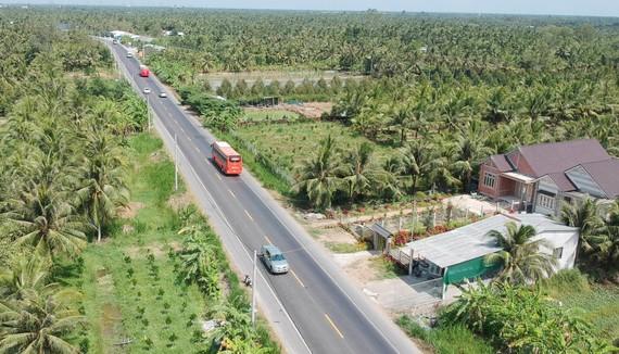 Đường BOT qua thị xã Cai Lậy, tỉnh Tiền Giang. Ảnh: THÀNH TRÍ