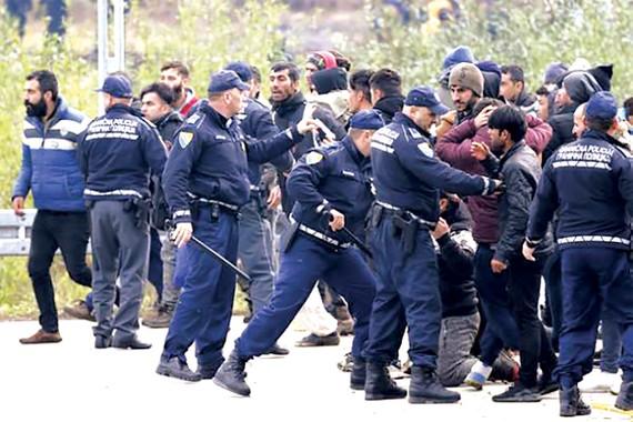 Cảnh sát Bosnia và Herzegovina ngăn chặn dòng người nhập cư trái phép