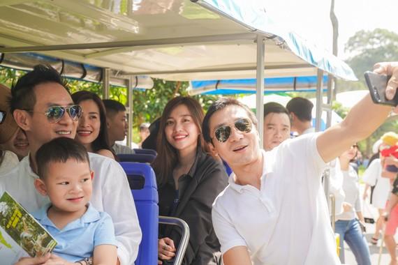 Rất nhiều du khách ở Safari Phú Quốc đã nhận ra gia đình Lý Hải - Minh Hà khi cả nhà xuất hiện tại Vinpearl Safari Phú Quốc
