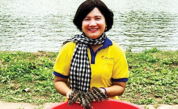 Niềm hạnh phúc của TS Mai Thi bên ao tôm