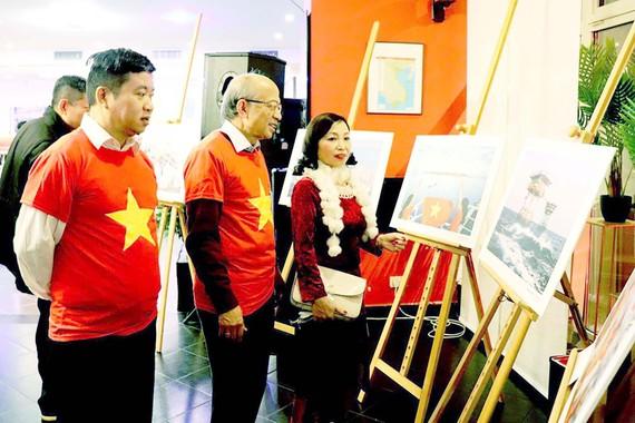 Triển lãm ảnh nhân dịp ra mắt CLB Hoàng Sa, Trường Sa của cộng đồng người Việt Nam tại Ba Lan