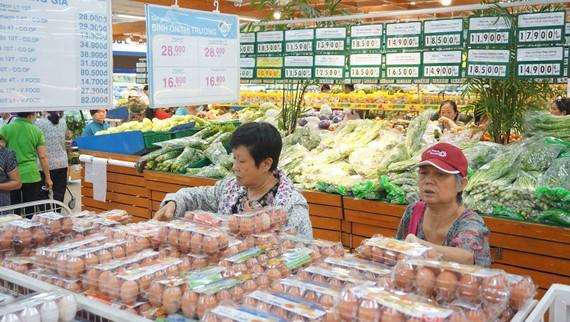 Hàng tết tại siêu thị Co.opmart Tân An được chuẩn bị đầy đủ,  sẵn sàng cho đợt mua sắm cuối năm