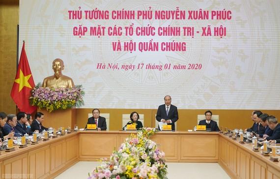 Thủ tướng phát biểu tại cuộc gặp các tổ chức chính trị-xã hội và hội quần chúng. Ảnh: VGP