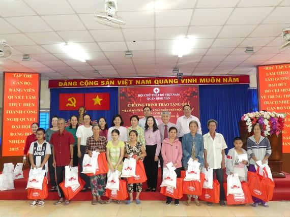 60 triệu đồng giúp người nghèo quận Bình Tân