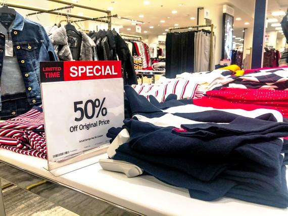 Hàng hóa của Macy's được bán giảm giá 50%