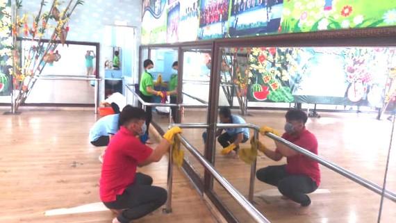 Cán bộ, nhân viên NTN quận 3 sát trùng các lớp học kỹ năng, chuẩn bị để mở lớp trở lại