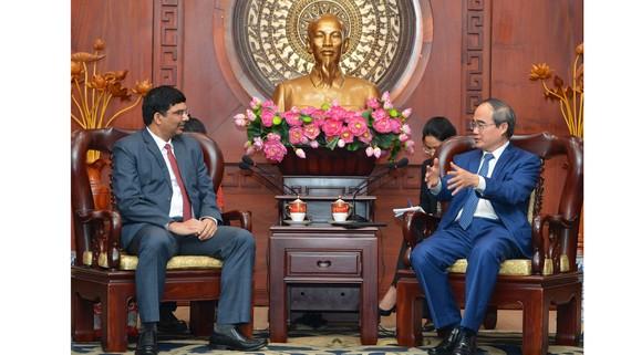 Bí thư Thành ủy TPHCM Nguyễn Thiện Nhân  tiếp Tổng Lãnh sự Ấn Độ tại TPHCM K. Srykar Reddy