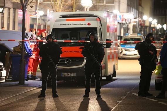 Cảnh sát phong tỏa hiện trường vụ xả súng. Ảnh: REUTERS