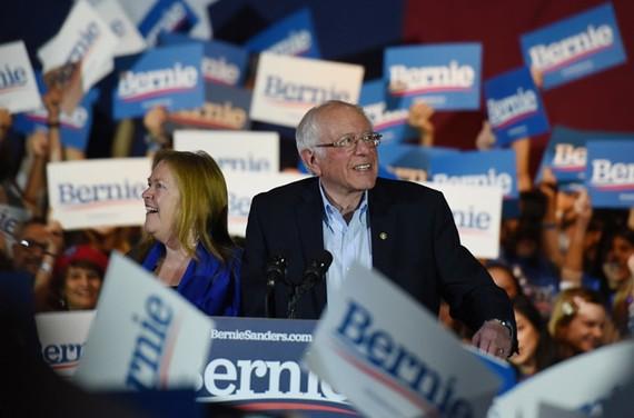 Ông Bernie Sanders và nụ cười chiến thắng ở Nevada. Ảnh: REUTERS