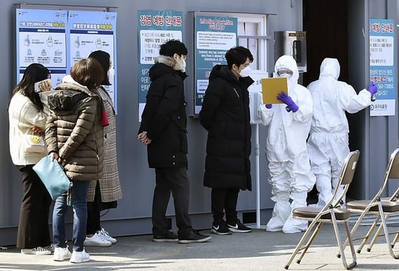 Số ca nhiễm COVID-19 đã tăng đột biến trong vài ngày qua ở Hàn Quốc. Ảnh: AP