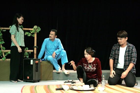 Tía ơi, con lấy chồng - vở kịch từng thu hút khán giả trên Sân khấu 5B Võ Văn Tần