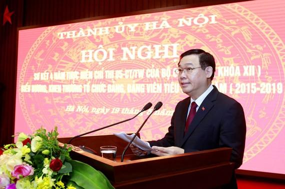Bí thư Thành ủy Hà Nội Vương Đình Huệ phát biểu kết luận hội nghị