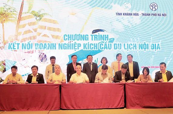 Lễ ký kết hợp tác kích cầu du lịch nội địa              Ảnh: vietnamtourism.gov.vn