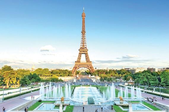 Biểu tượng của Paris mở cửa trở lại
