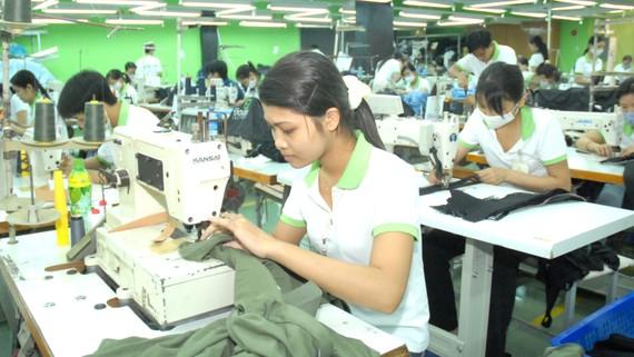 May xuất khẩu tại TPHCM. Ảnh: CAO THĂNG