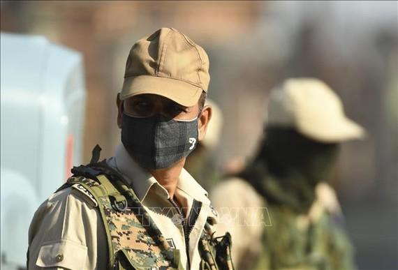 Binh sĩ Ấn Độ được triển khai để giám sát việc thực hiện lệnh giới nghiêm tại vùng lãnh thổ Kashmir do nước này kiểm soát ngày 4-8-2020. Nguồn: TTXVN