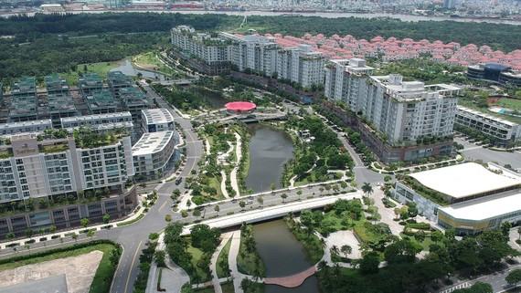Mảng xanh và không gian sông nước trong khu dân cư tại quận 2. Ảnh: CAO THĂNG