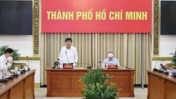 Chủ tịch UBND TPHCM Nguyễn Thành Phong phát biểu tại cuộc họp. Ảnh: Trung tâm Báo chí TPHCM