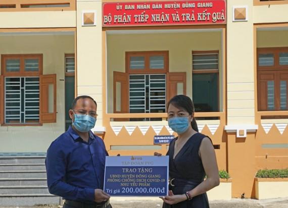 Tập đoàn FVG đã trao tặng 1.000 phần quà là nhu yếu phẩm với tổng trị giá 200 triệu đồng cho 4 xã có hoàn cảnh khó khăn