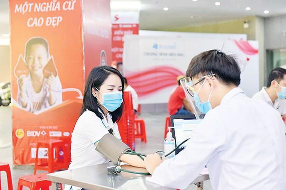 Tập đoàn Xây dựng Hòa Bình  tổ chức chương trình Giọt hồng yêu thương 2020 - lần 3 tại Hà Nội
