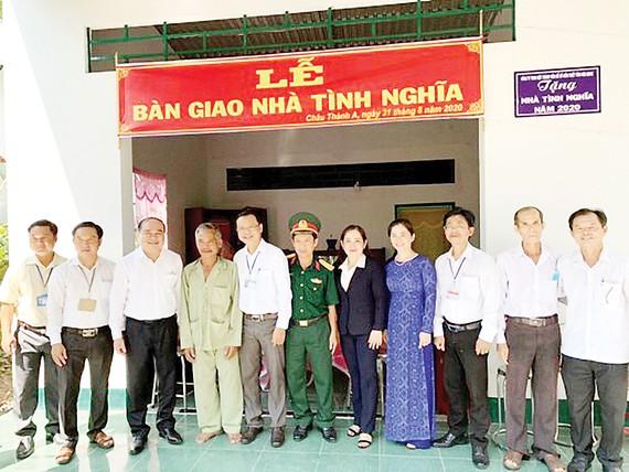 Công ty TNHH MTV Xổ số Kiến thiết Hậu Giang trao nhà tình thương cho hộ nghèo xã Tân Hòa, huyện Châu Thành A, Hậu Giang