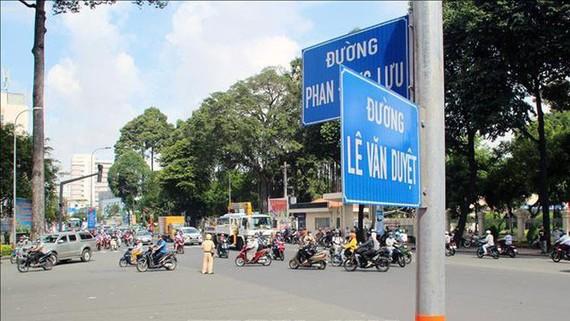 đổi tên đường Đinh Tiên Hoàng (đoạn từ cầu Bông đến Phan Đăng Lưu) thành đường Lê Văn Duyệt. Ảnh: TTXVN