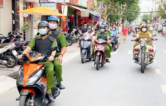 Lực lượng Công an TPHCM ra quân  trấn áp tội phạm trên địa bàn thành phố.  Ảnh: QUANG KHOA
