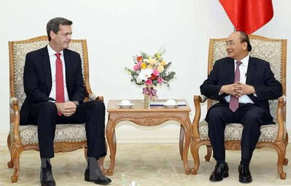 Thủ tướng Nguyễn Xuân Phúc tiếp ông Andrew Jeffries, Giám đốc quốc gia Ngân hàng ADB tại Việt Nam. Ảnh: TTXVN