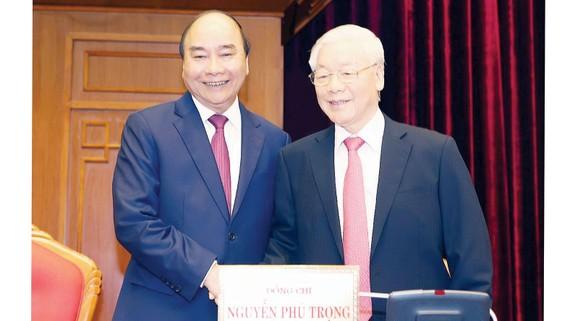 Tổng Bí thư, Chủ tịch nước Nguyễn Phú Trọng  và Thủ tướng Nguyễn Xuân Phúc tại hội nghị. Ảnh: TTXVN