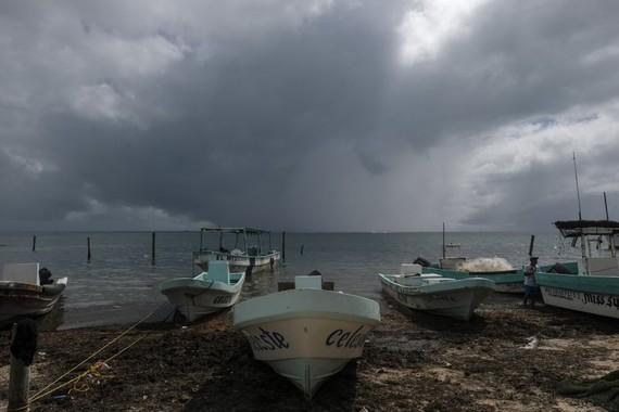 Bão Delta đổ bộ vào bang Quintana Roo và Yucatan, Đông Nam Mexico. Ảnh: AP