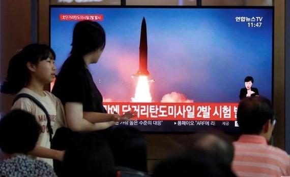 Truyền hình phát tin Triều Tiên thử tên lửa. Ảnh: REUTERS