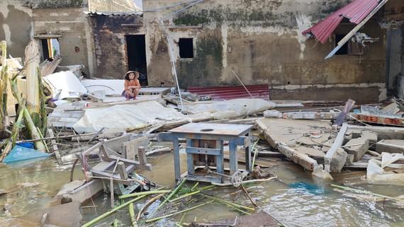 Căn nhà của bà Trần Thị Phô chỉ còn lại đống đổ nát